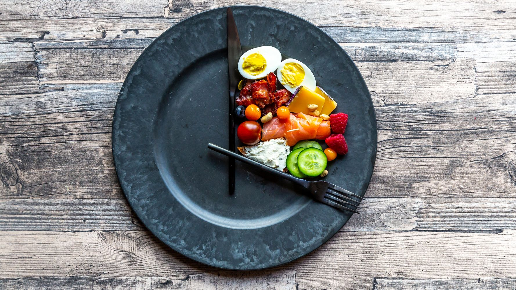 Image of food on a plate that represents intuitive eating.