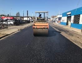 A construction vehicle on a road    Description automatically generated with low confidence