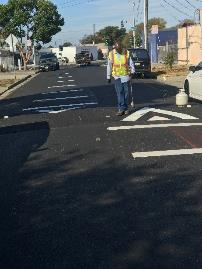A person standing in a street    Description automatically generated with low confidence