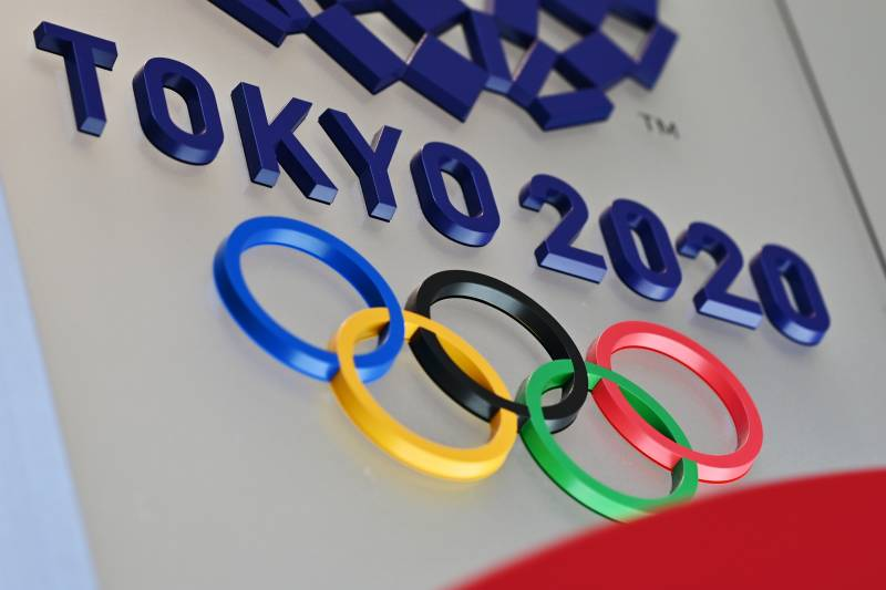 Sign in blue writing says Tokyo 2020 with the Olympic rings underneath.