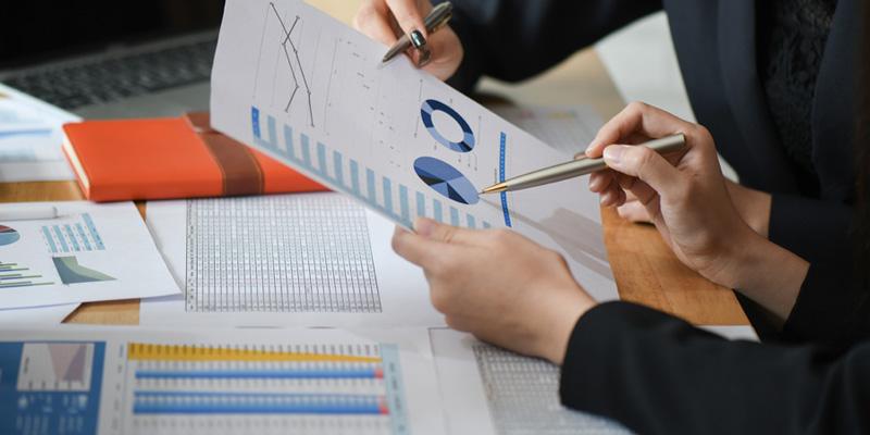 Hojas con gráficos de estadísticas