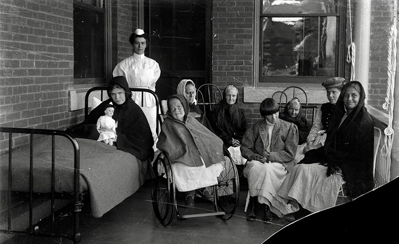 Black and white photo of nurses working in an old institution.