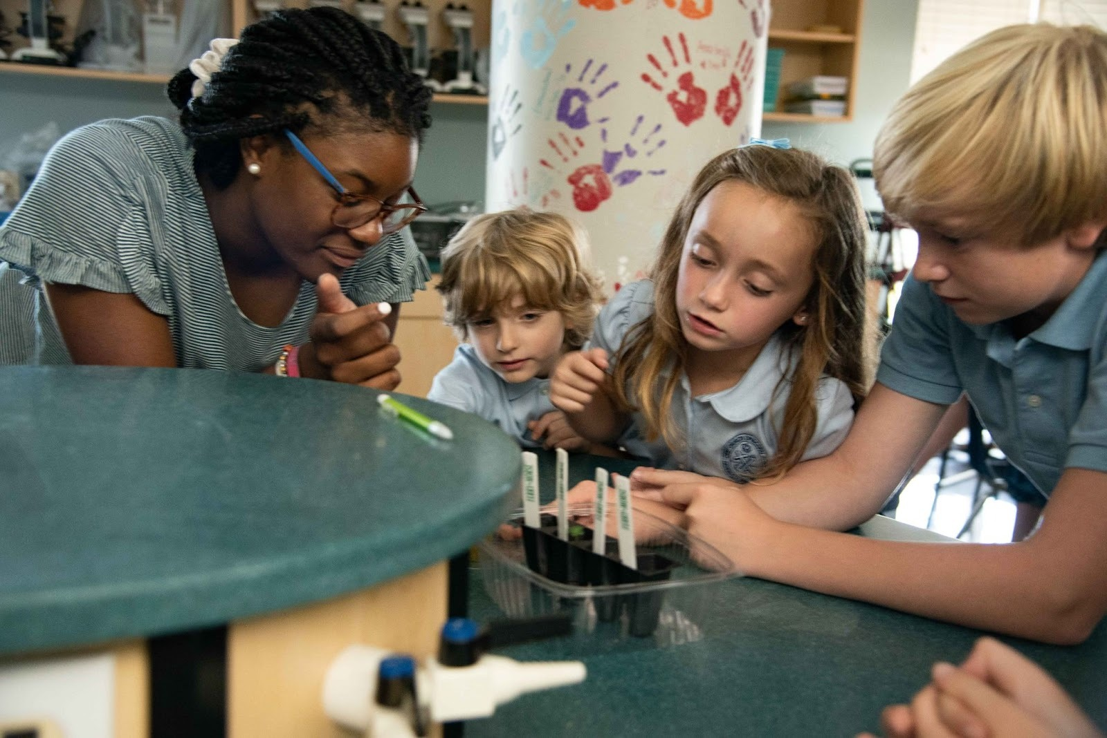 children working on a science experiment