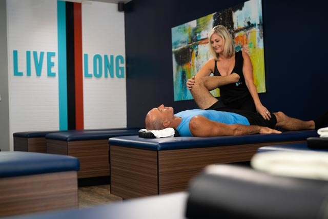 Flexologist stretching a client at StretchLab