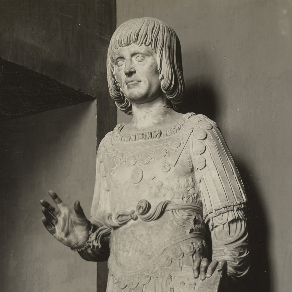 Marble statue of King Louis XII of France in military garb with his right hand raised