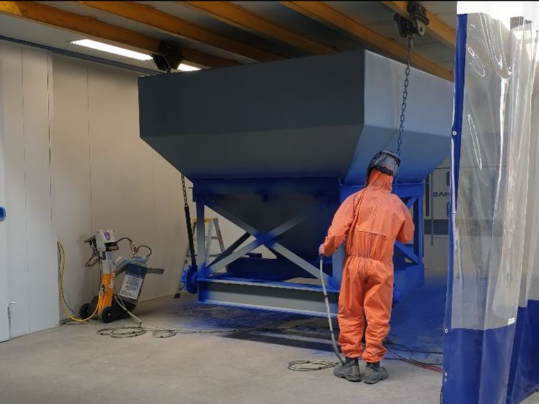 Tasmanian Powder Coating - A Delmade Rut filer getting a zinc primer coat to prevent rust