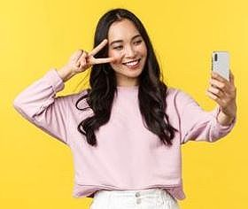 doing a selfie with a phone