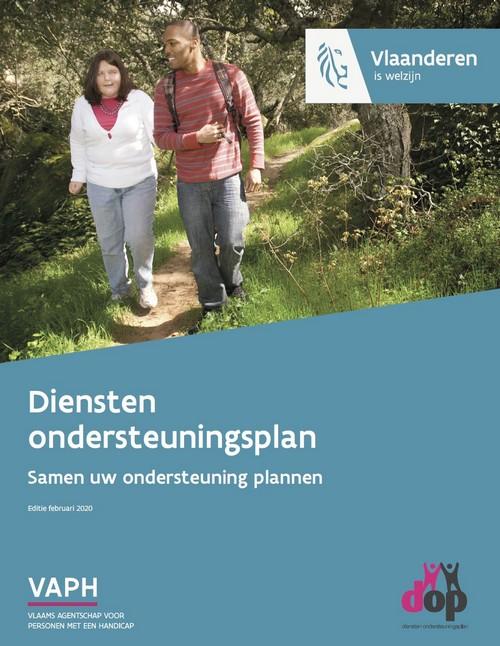 cover folder'Diensten ondersteuningsplan/ Samen uw ondersteuning plannen', foto van blinde vrouw die wandelt met haar begeleider in het bos