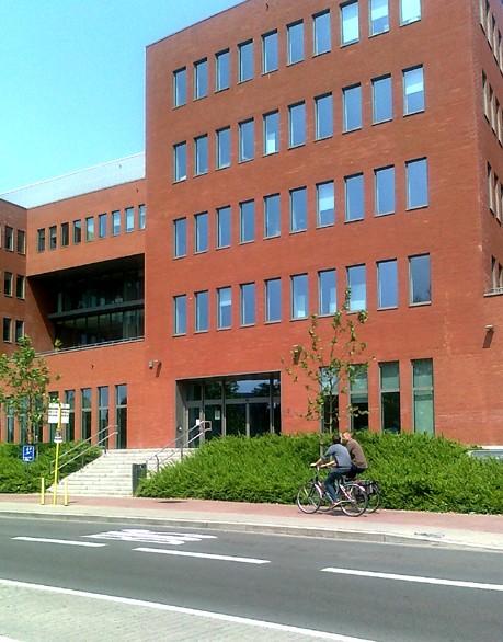 foto van het Jacob Van Maerlantgebouw te Brugge