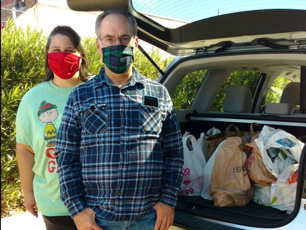 Christy & Will delivering food to Ramona Food and Clothes Closet