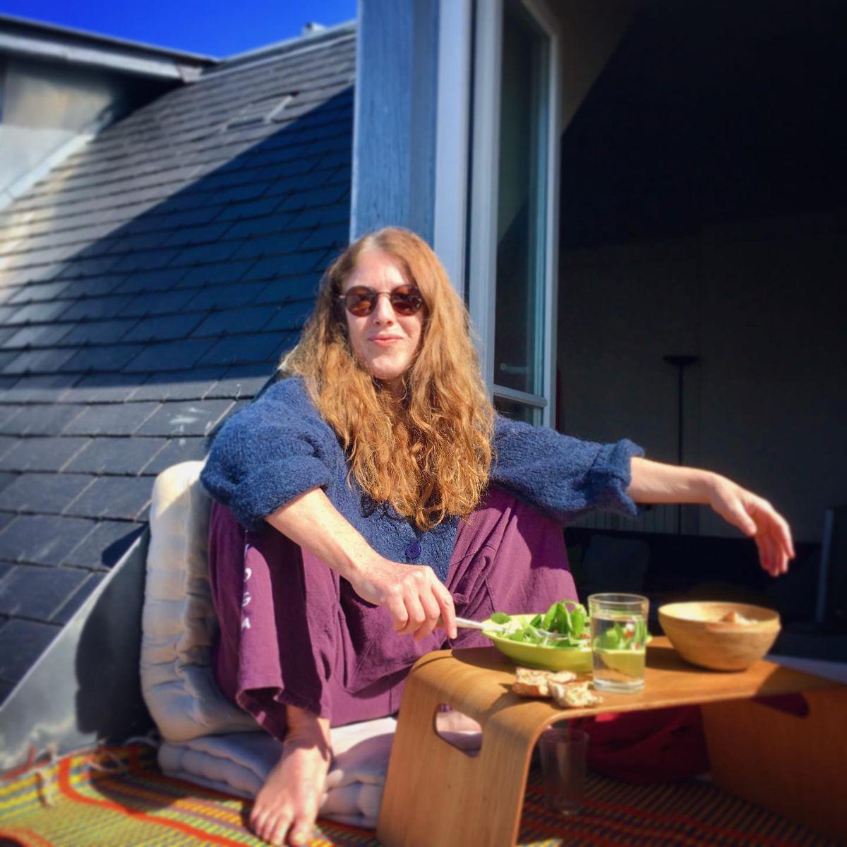 l'Inspiration du jour : Malasana - accroupie commeun chat sur un toit brûlant #restezchezvous  ♡  Prendre SOIN les uns des autres♡Septièmeciel Yoga   Paris Montmartre
