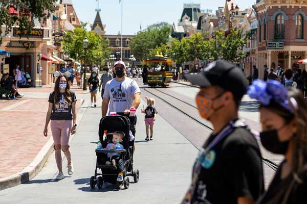 Vistors wear masks at Disneyland Resort in Anaheim, CA on May 3. Jay L. Clendenin/Los Angeles Times/Getty Images