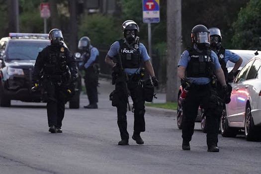minneapolis oks ban on police choke olds neck-restraints