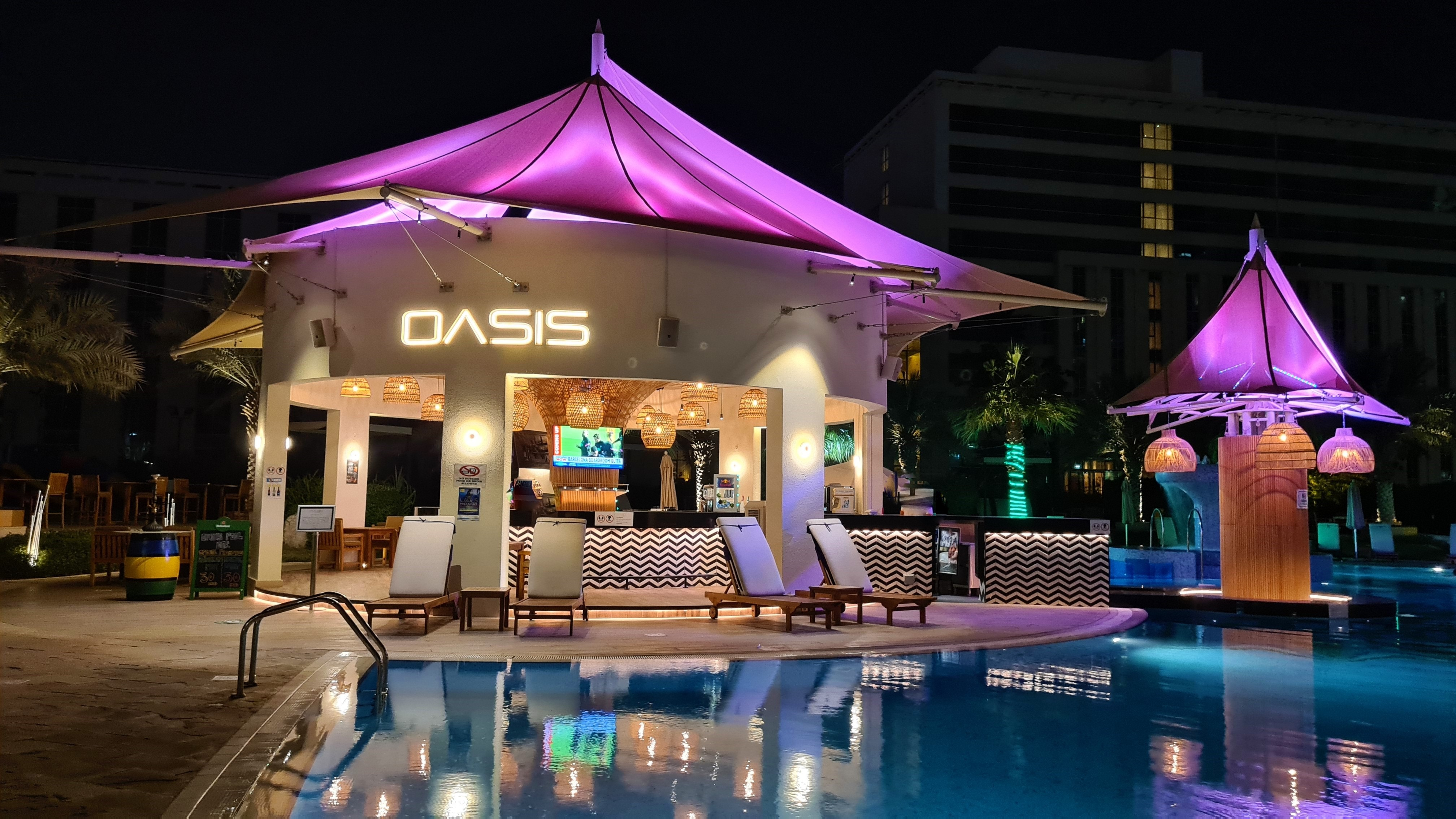Pool Bar at Millennium Airport Hotel