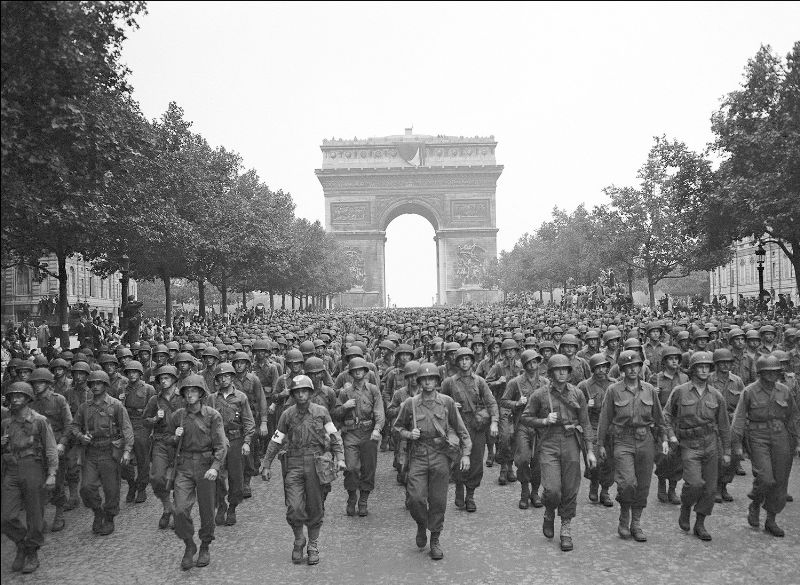 Soldiers of the U.S. 28th Infantry Division marching down the Champs-Élysées(Photo: AP)