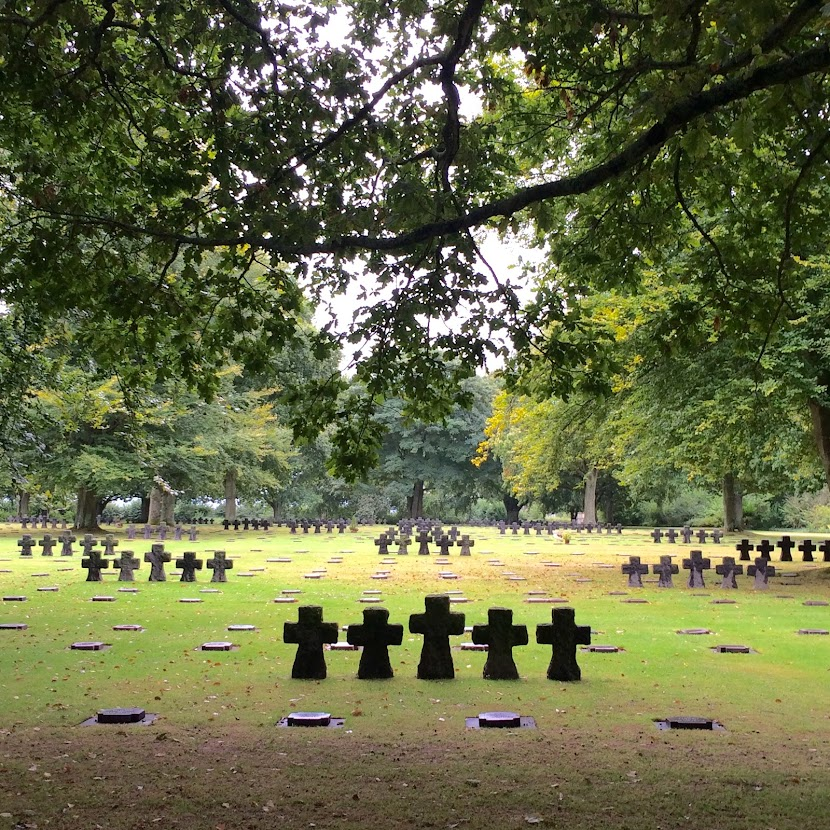 The graves and the ornamental crosses surrounded by trees (Photo: Author's own)