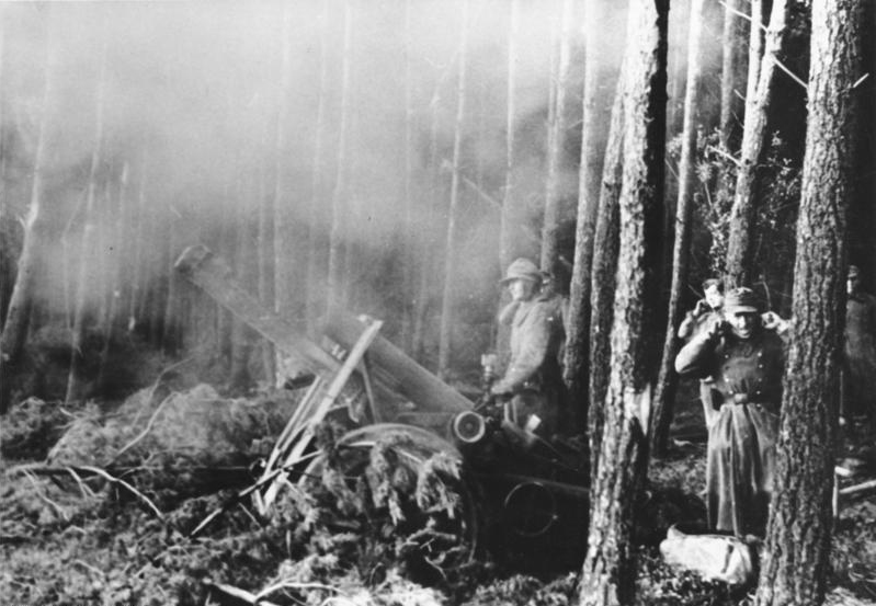 German heavy mortar firing at American troops in the Hürtgen Forest (Photo: Bundesarchiv)