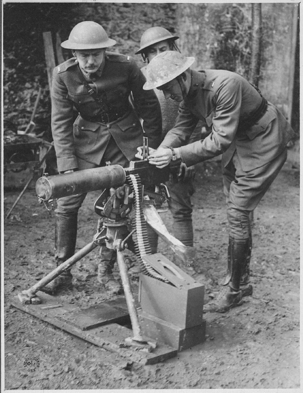 Lieutenant Val Browning, the inventor's son, demonstrating the use of the water-cooled M1917 in France(Photo: Army Heritage and Education Center)
