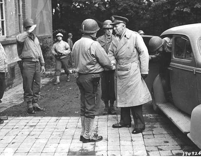 Cota greeting General George C. Marshall in Belgium, October 1944(Photo: National Archives and Records Administration)
