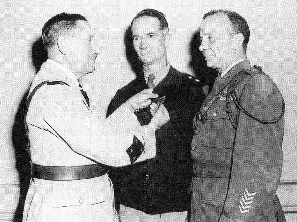 Allen (center) and his aide-de-camp Theodore Roosevelt (right) receiving the French Croix de Guerre for bravery during the Tunisian campaign in World War II.(Photo: unknown photographer)