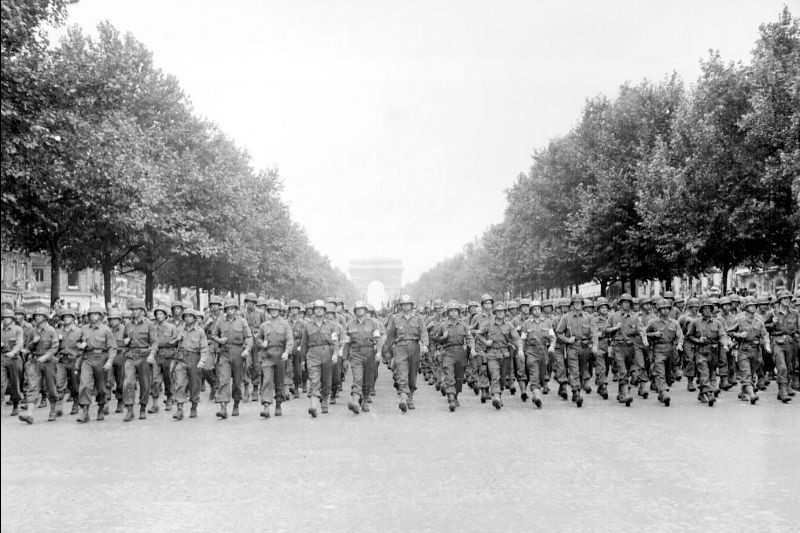 The 28th Infantry Division on parade in Paris(Photo: National Archives and Records Administration)