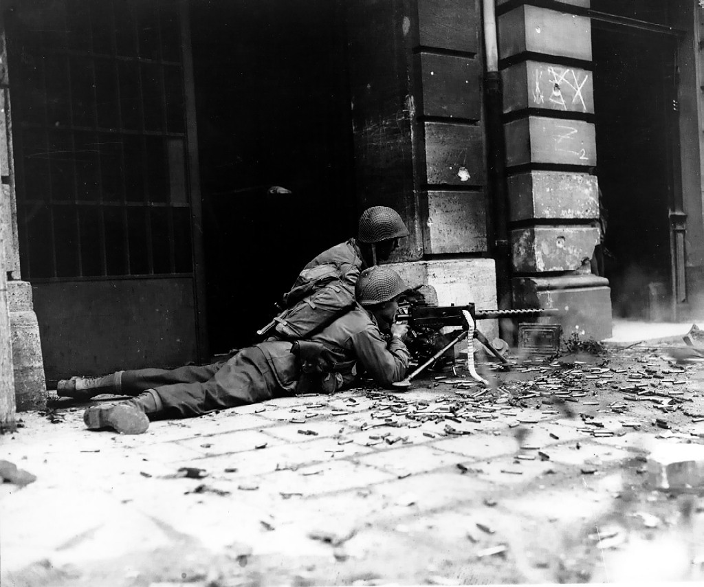 U.S. soldiers during the street fighting in Aachen (Photo: U.S. Army)