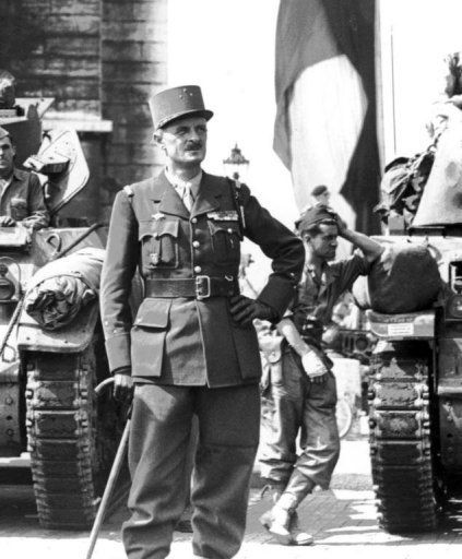 General Leclerc with the tanks of his division(Photo: AFP)