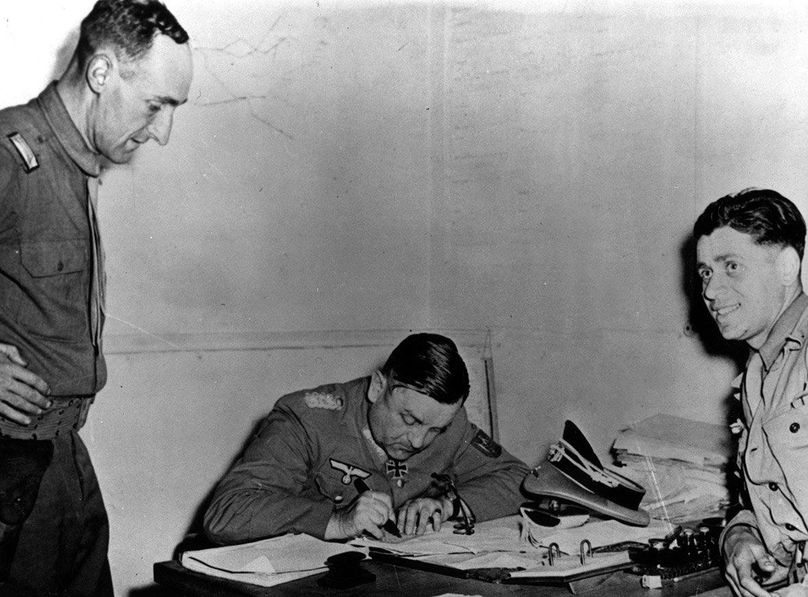 General Choltitz signing the surrender of German troops in Paris(Photo: Wikipedia)