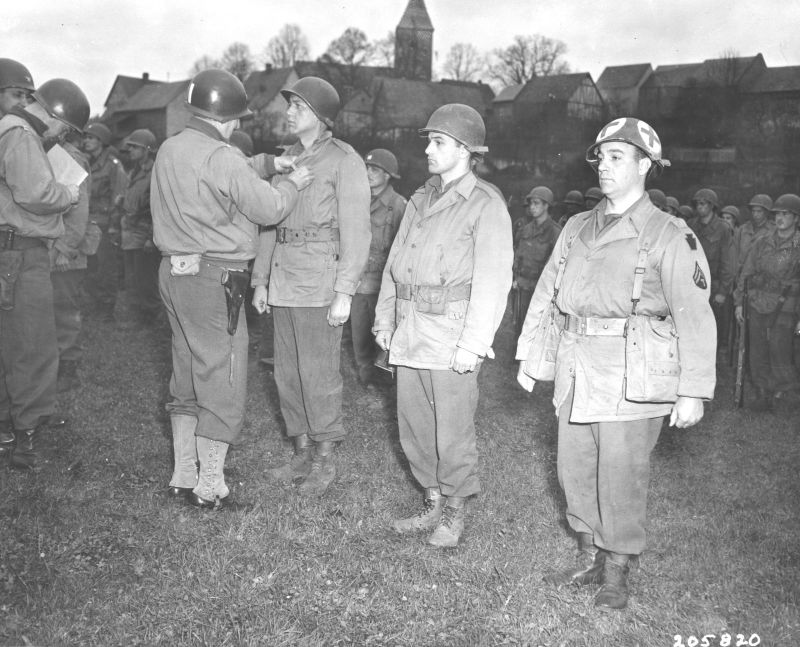 Cota presenting awards to his men in Europe(Photo: National Archives and Records Administration)
