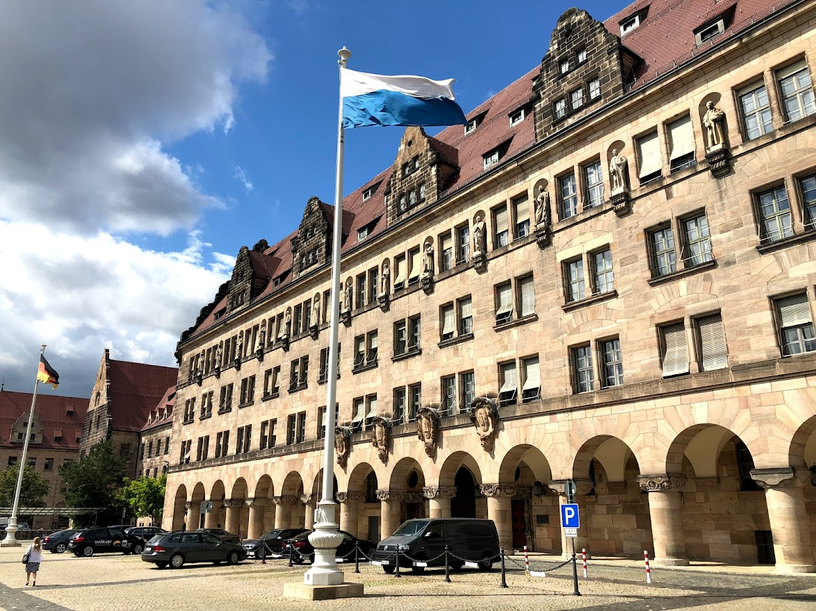 The Nuremberg Palace of Justice with the Bavarian flag(Photo: author's own)