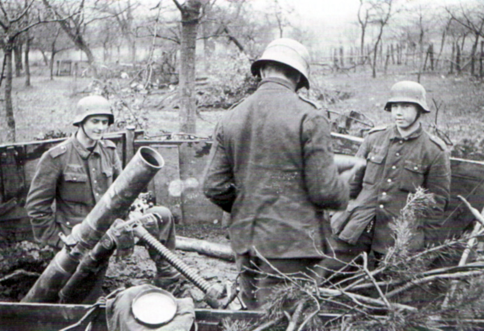 German mortar position near Schmidt, manned by very young soldiers (Photo: Bundesarchiv)