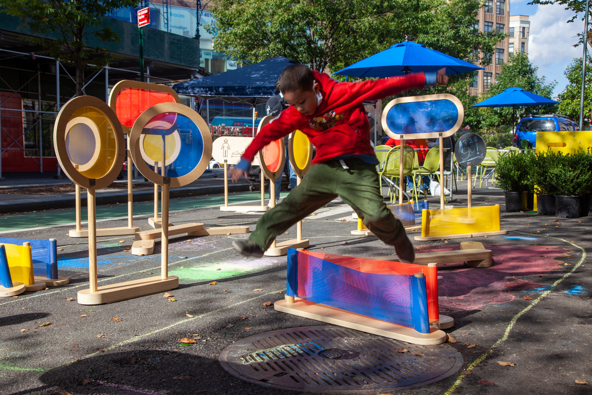 no touch obstacle course on NYC streets
