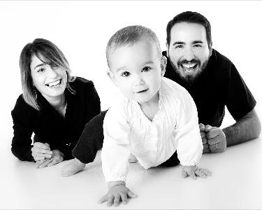 Foto einer Familie mit kleinem Kind