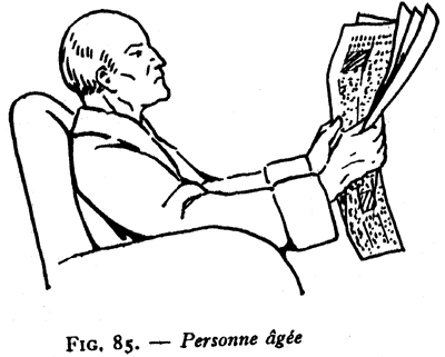 Personne agée lisant le journal