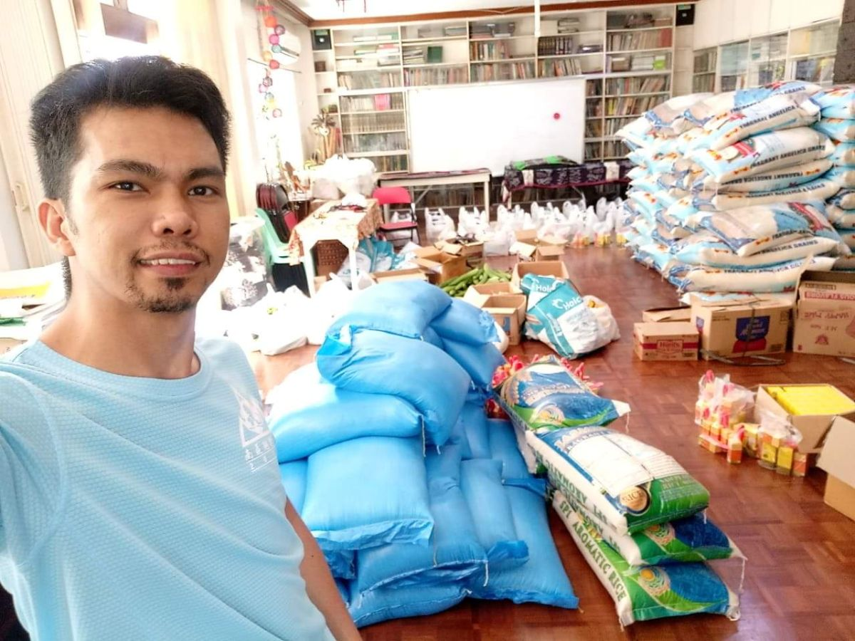 HELPING HAND | ISCF National Coordinator Arjay Janoras volunteering to pack food items at ISACC