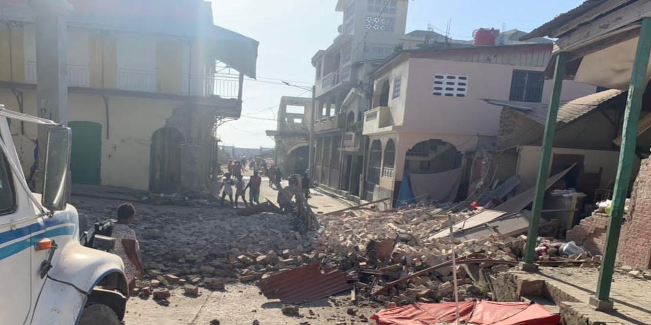 De inwoners van Haïti zijn zaterdag hard getroffen door een dodelijke aardbeving.
