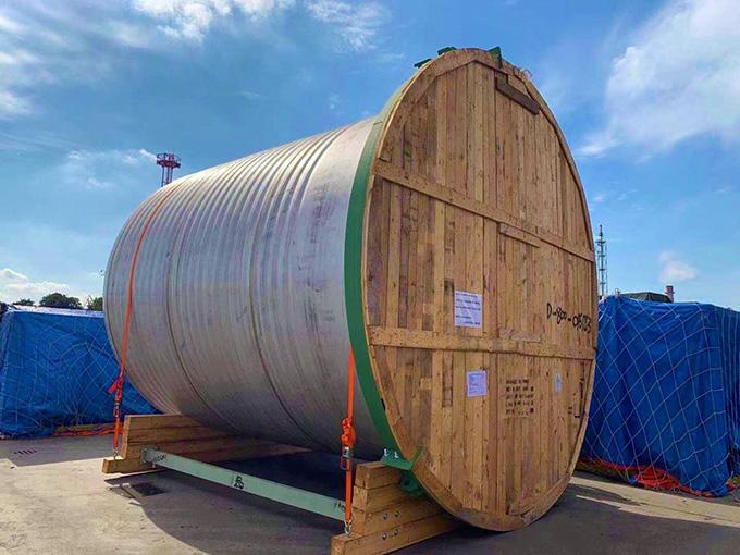 A close up of a barrel  Description automatically generated