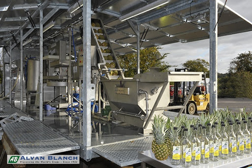 Mobile pineapple processing plant