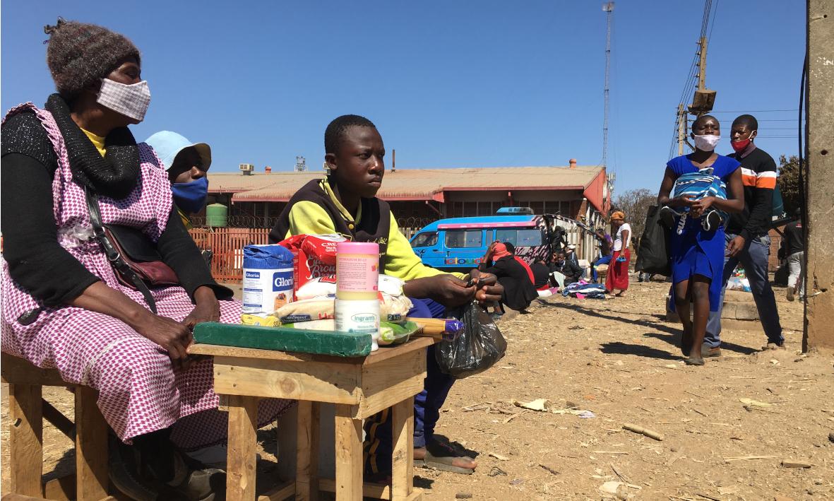 Straßenhaendler in Simbabwe