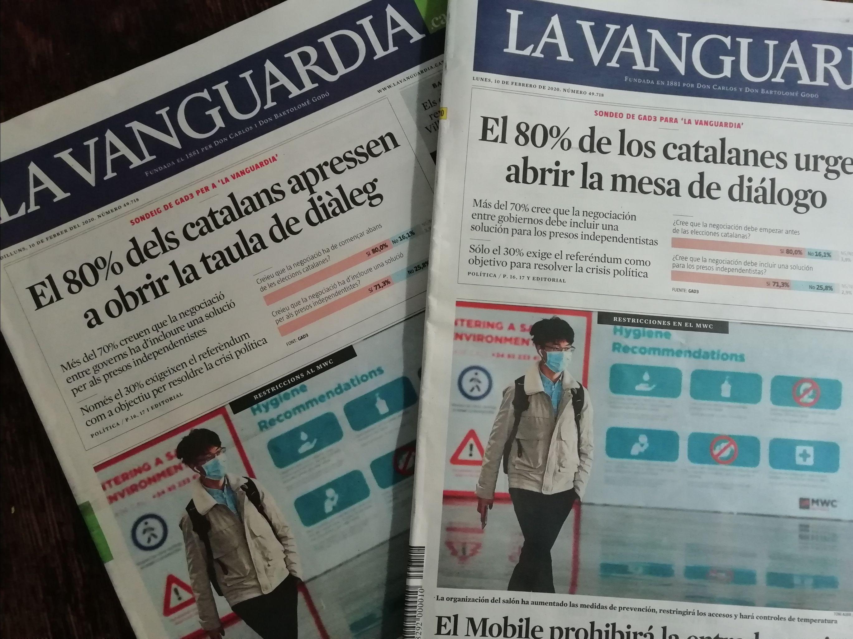 zwei zeitungstitelseiten auf katalanisch und spanisch