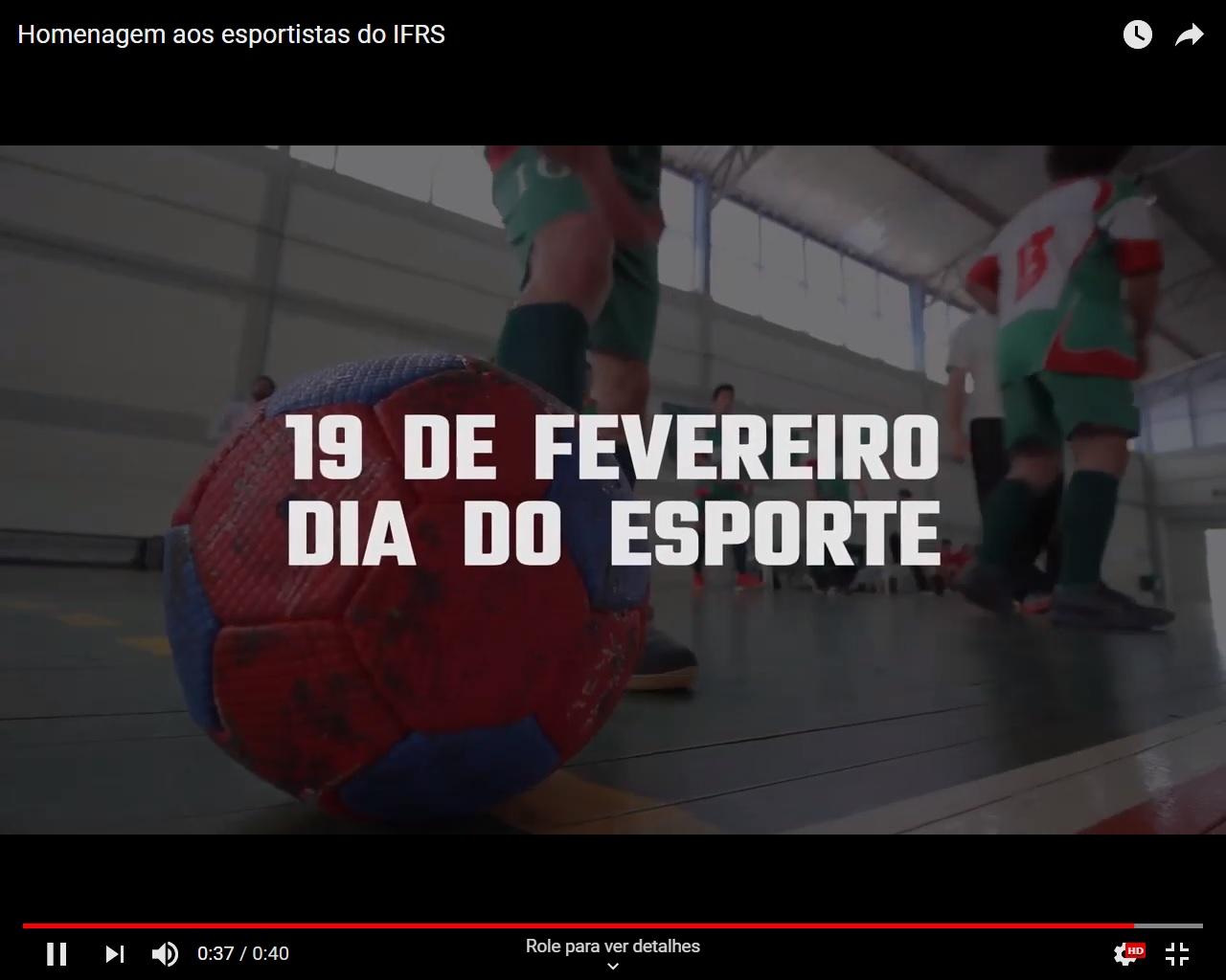 Uma das imagens que aparece no vídeo: bola no chão da quadra e atletas ao fundo, com a inscrição textual: 19 de fevereiro - Dia do Esporte