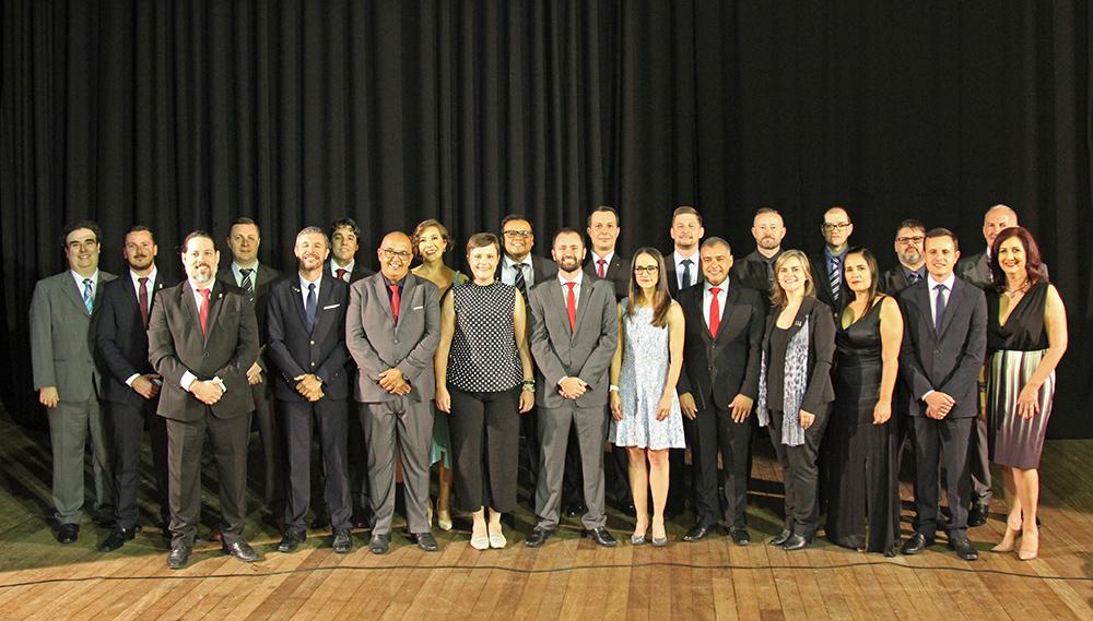 Foto dos novos diretores-gerais de campi, o reitor Júlio Xandro Heck e pró-reitores