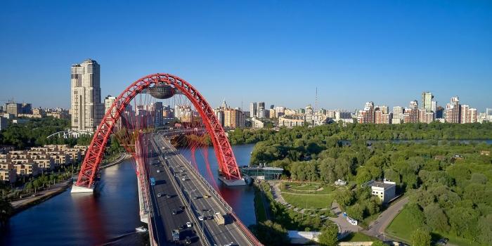 Zhivopisny Bridge