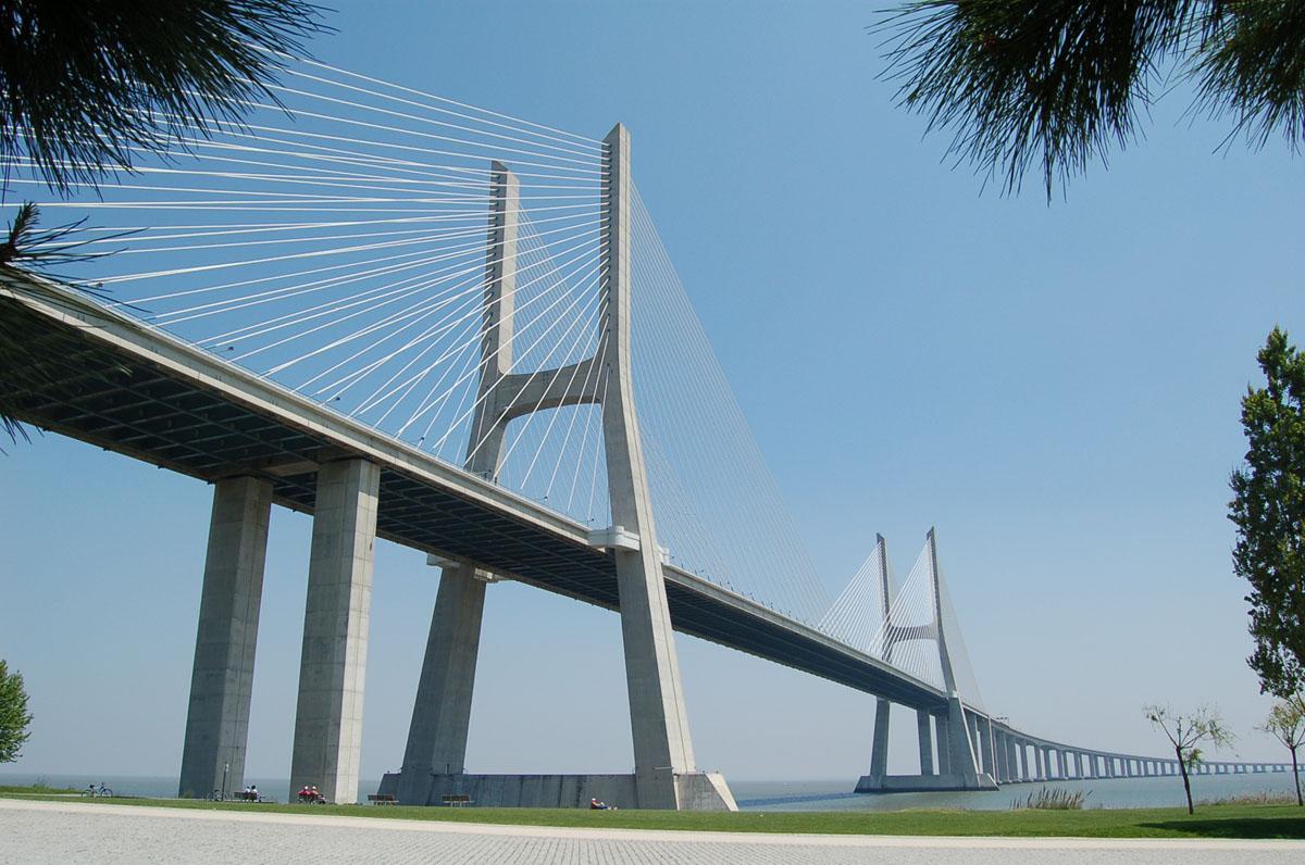 Structurae Brücke: Vasco da Gama_photo by Robert Cortright