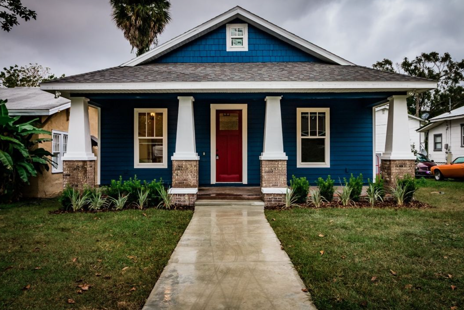 Exterior of a blue house in Lakeland