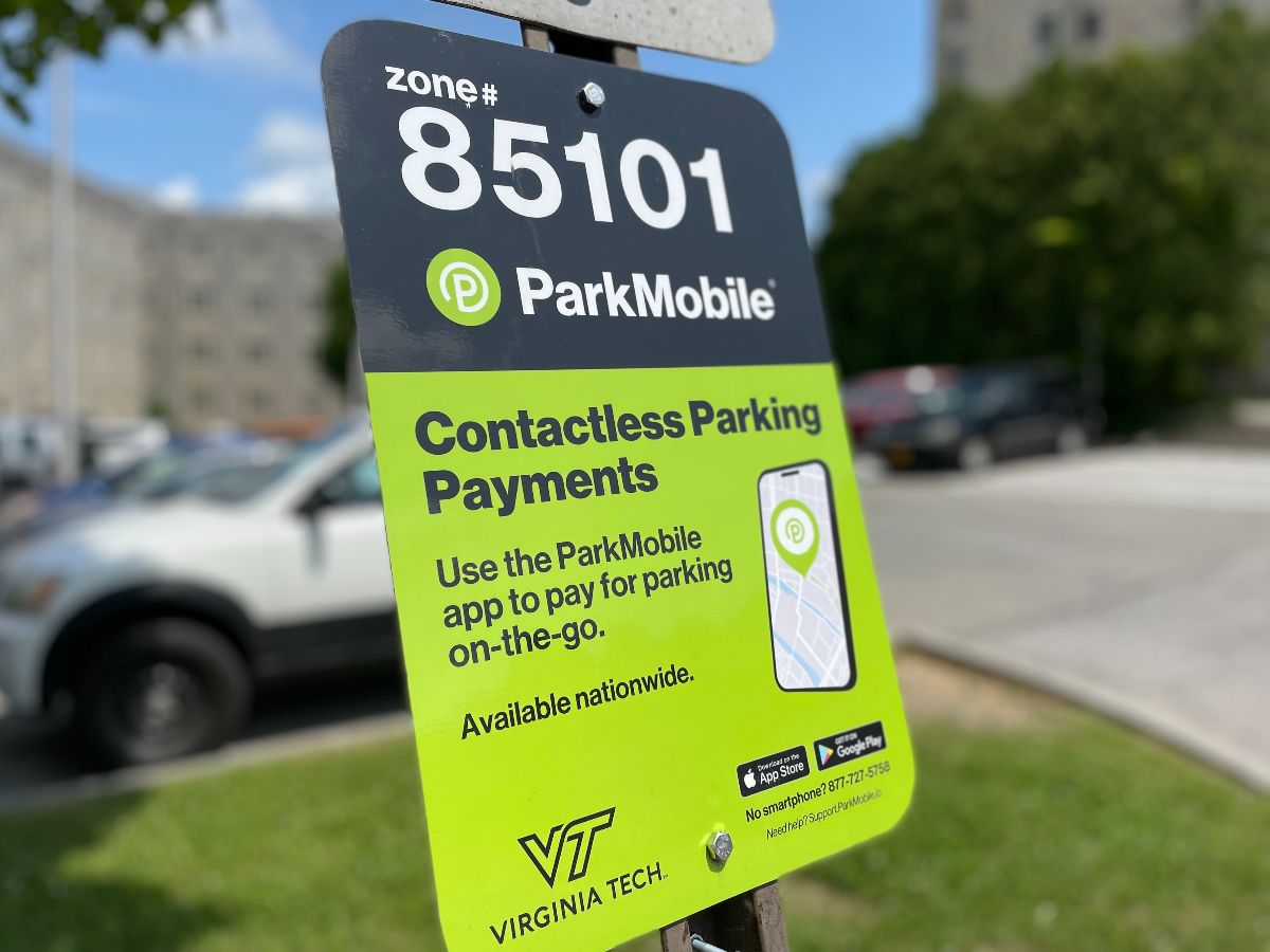 Green ParkMobile sign in a parking lot
