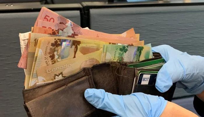 شهروند درستکار کیف پر از پول نقد را به پلیس تحویل داد