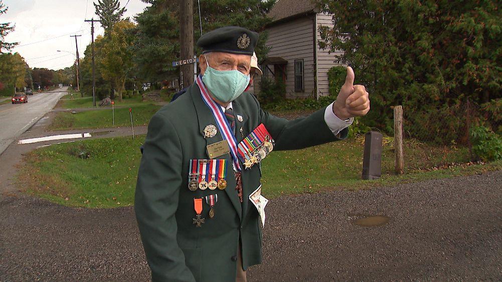 پیادهروی نمادین کهنه سرباز ۹۶ ساله کانادائی به یاد همرزمان جان باخته در جنگ جهانی