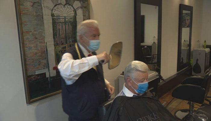 آرایشگر مهاجر ۸۵ ساله در ونکوور ۷۱ سال سابقه دارد و این هفته کارش را از سر گرفت