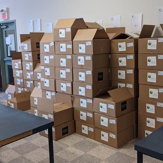Toute une logistique pour assurer la confection des boîtes en tout respect de la chaîne de froid.